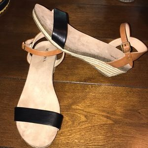 Such a Great pair of Size 6 Merona sandals 👡